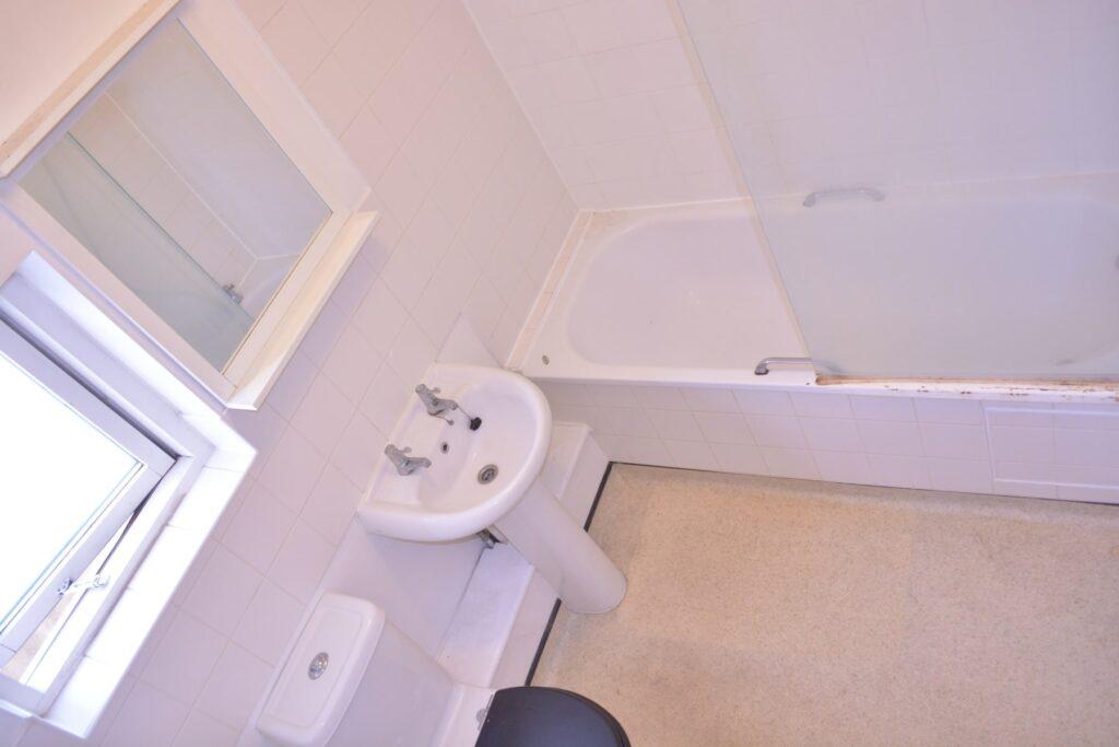 Bathroom before the renovation